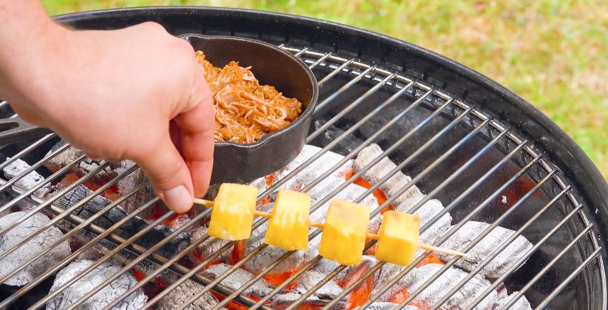 carne de porco e abacaxi na churrasqueira