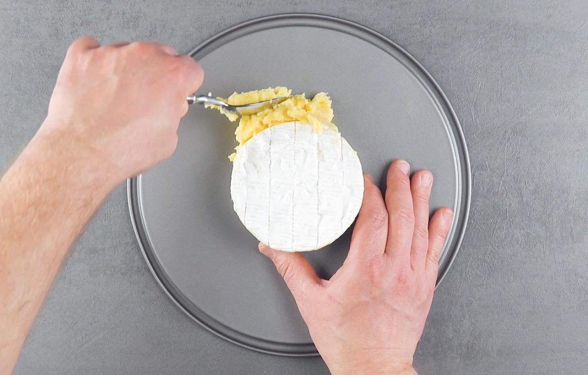 envolva os camemberts com pure