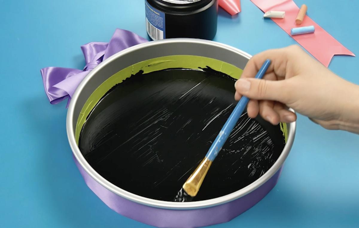 pinte a forma com tinta de quadro negro