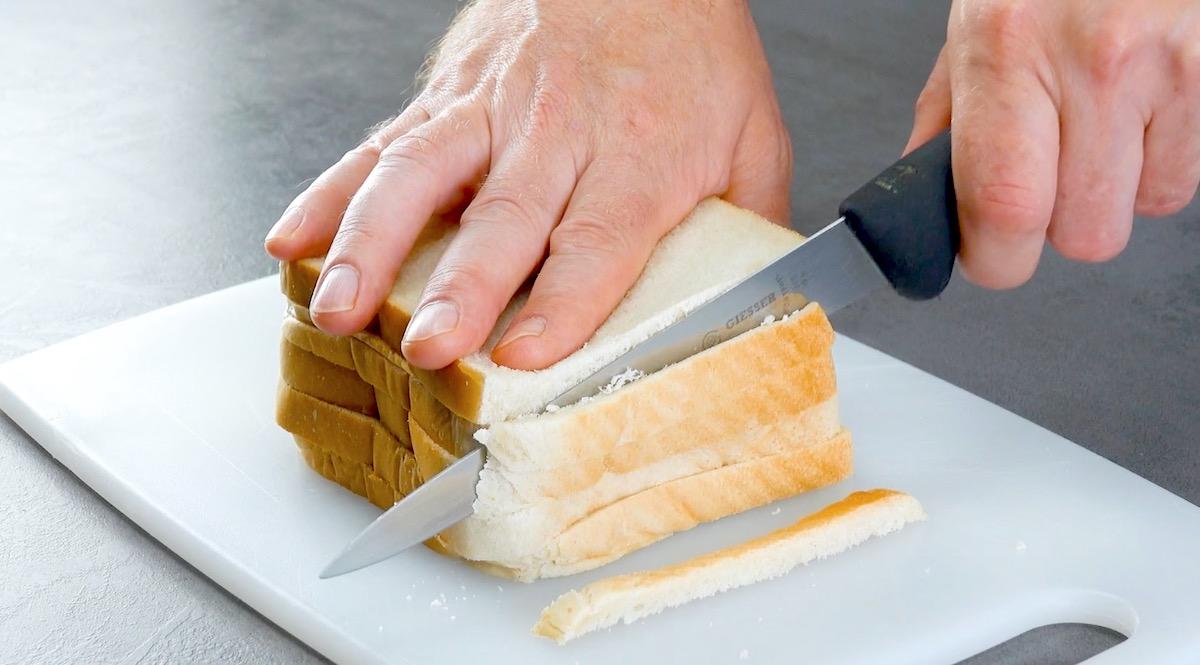corte as cascas dos pães