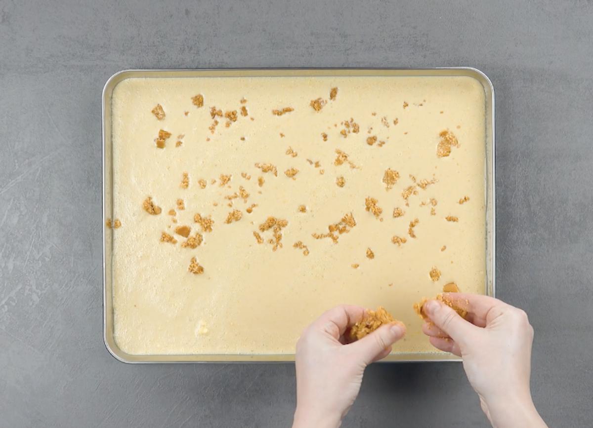 prepare o sorvete de caramelo e congele