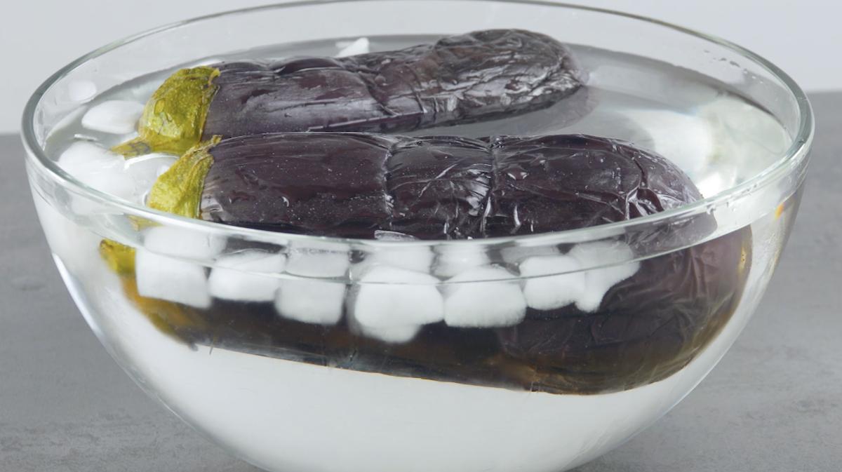 berinjelas em tigela com gelo