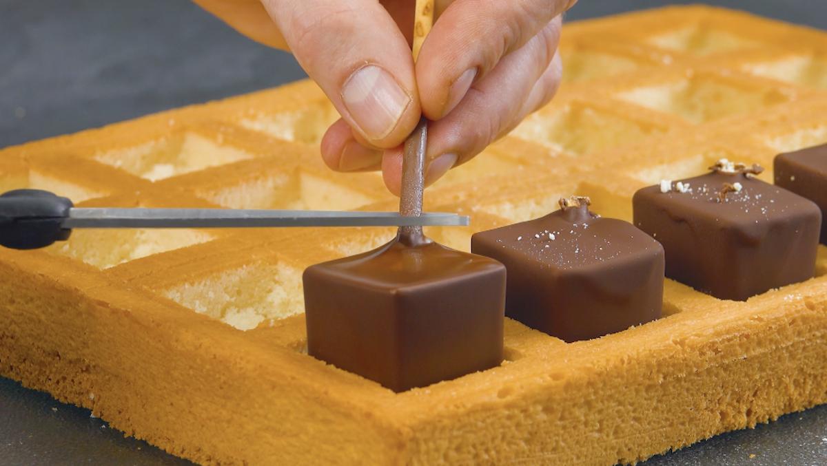 retire os palitos de chocolate
