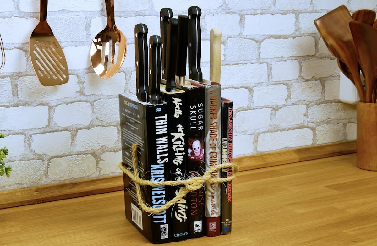 livros e facas