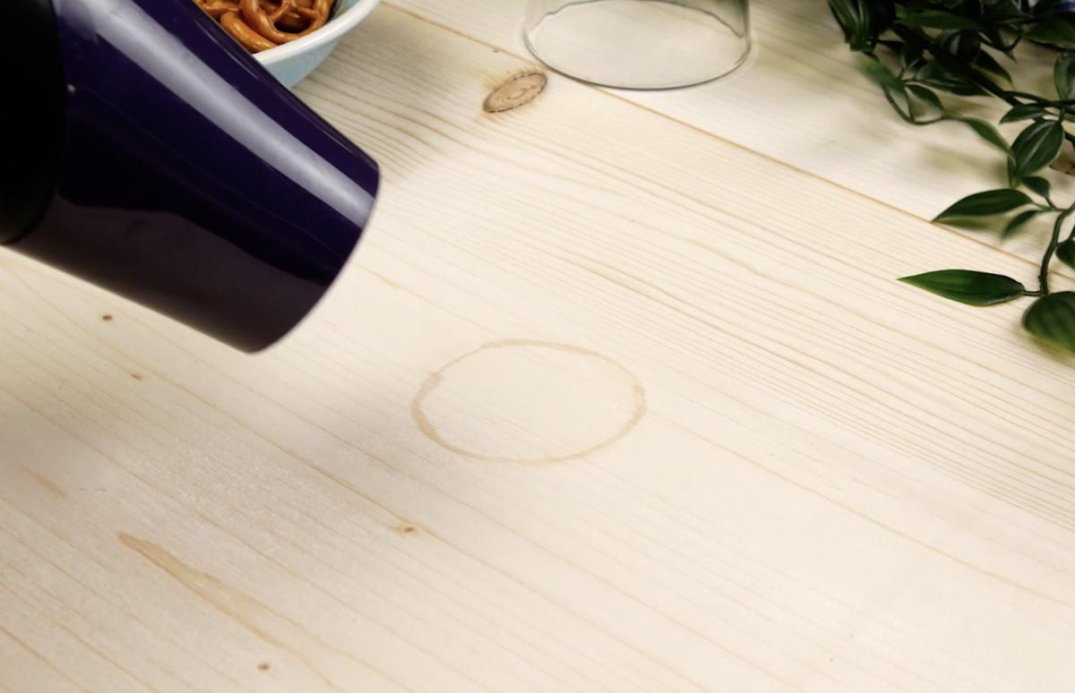 macha de água na mesa