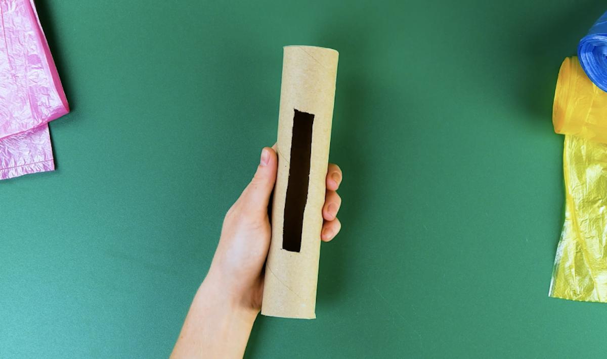 Corte um rolo de papel