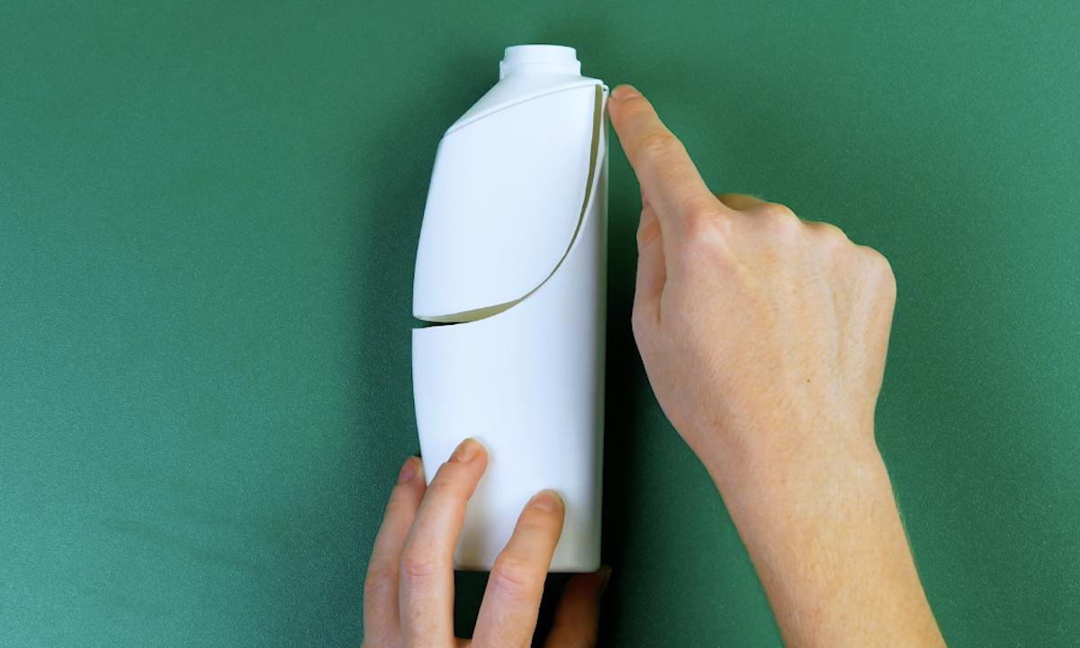 corte o frasco de shampoo