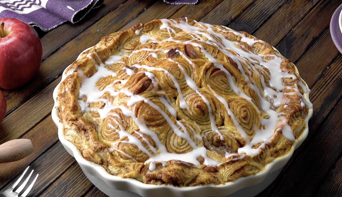 Torta de maçã e canela feita de rolinhos